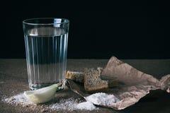 Água, sal, e cebola Imagens de Stock