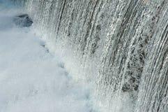 Água sobre a represa fotografia de stock