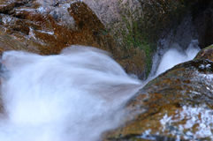 Água sobre a rocha no.2 Imagens de Stock