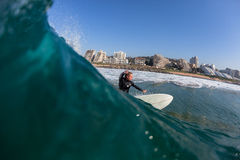 Água surfando do surfista da ação Fotografia de Stock