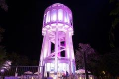 Água-torre coloridamente iluminada - 1 Cor-de-rosa Fotos de Stock Royalty Free