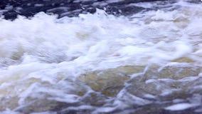 A água transparente atual ondulada com espirra video estoque