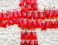 Água vermelha no saco de plástico fotos de stock