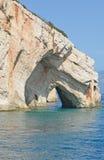 Águas azuis do mar Ionian perto da ilha de Zakynthos, Grécia Imagem de Stock