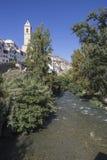 Águas claras do rio Jucar na ponte romana, à esquerda Fotos de Stock Royalty Free