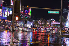 Águas da inundação na frente do Bellagio em Las Vegas, nanovolt o 1º de julho Foto de Stock Royalty Free