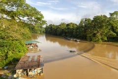 Águas escuras onde duas reuniões do rio fotografia de stock royalty free