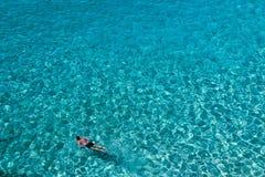 Águas puras da Ibiza-ilha Ibiza fotografia de stock