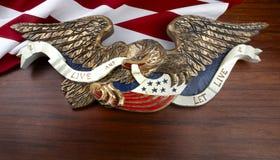 Águila americana tallada colorida imagen de archivo libre de regalías