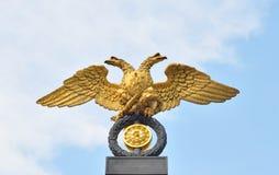 águila Doble-dirigida - el emblema del imperio ruso Foto de archivo libre de regalías
