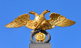 águila Doble-dirigida - el emblema del imperio ruso Imagen de archivo libre de regalías