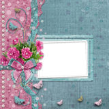 Álbum de fotografias velho do vintage com as peônias cor-de-rosa bonitas Imagem de Stock