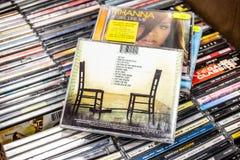 Álbum pieza por pieza 2005 del CD de Katie Melua en la exhibición en venta, el cantante y el compositor Británico-georgianos famo fotos de archivo