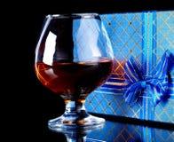 Álcool e caixa de presente Imagens de Stock Royalty Free