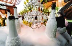 Álcool exterior do fumo do casamento imagens de stock