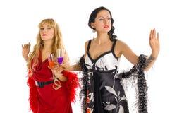Álcool maduro do veneno da cor da bebida da mulher dois Imagem de Stock Royalty Free