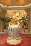 Ánfora de Viola Frey en Wynn Esplanade en Wynn Hotel y el casino fotografía de archivo