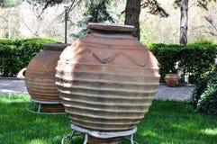 Ánforas antiguas gigantes en el patio de las civilizaciones de Anatolia M Imagen de archivo libre de regalías