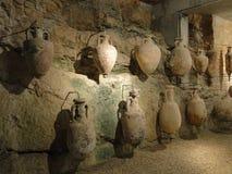 Ánforas viejas hechas por romanos en la antigüedad, en pulas Fotografía de archivo