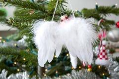 Ángel-alas en árbol de navidad Fotografía de archivo libre de regalías