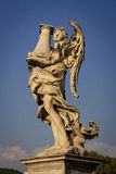 Ángel con la columna Foto de archivo