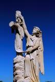 Ángel con la cruz Fotos de archivo