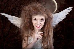 Ángel con los claxones foto de archivo