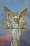 Ángel contra el cielo tempestuoso Fotografía de archivo