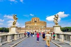 ` Ángel de Castel Sant y el puente de Aelian en Roma foto de archivo