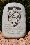 Ángel de cerámica, guardando el cementerio del ángel, cementerio del ángel el dormir, soñando el cementerio del ángel, ángel hech Imagen de archivo