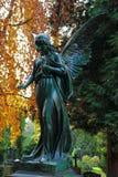 Ángel de la estatua del cementerio imagenes de archivo