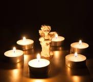 Ángel de la Navidad con las velas Imagenes de archivo