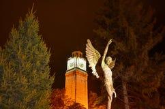 Ángel de la torre y del monumento de reloj en la ciudad de Bitola, Macedonia Fotos de archivo libres de regalías