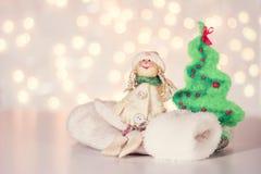 Ángel de lana, manoplas y árbol de navidad Fotos de archivo libres de regalías