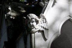 Ángel de piedra que talla con las alas foto de archivo libre de regalías