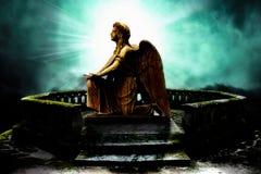 ángel del arrodillamiento Fotos de archivo libres de regalías