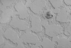 Ángel en el fondo de la pared blanca de la piedra Imágenes de archivo libres de regalías