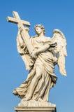 Ángel en el Ponte Sant'Angelo - ROMA, ITALIA Imagen de archivo libre de regalías
