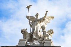 Ángel en la ópera Zurich del tejado imagenes de archivo