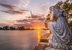 Ángel en la puesta del sol Imágenes de archivo libres de regalías