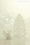 Ángel hecho a mano y árbol de navidad Imágenes de archivo libres de regalías