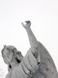 Ángel que señala hacia cielo Fotos de archivo