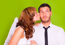 Ángel que se besa de los pares del amor de la tarjeta del día de San Valentín Foto de archivo libre de regalías