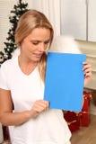 Ángel rubio con una placa Imágenes de archivo libres de regalías