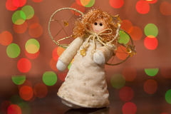 Ángel - un juguete de la Navidad en un abeto Foto de archivo