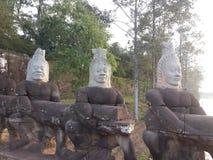 Ángel y estatuas de piedra del demonio Imágenes de archivo libres de regalías