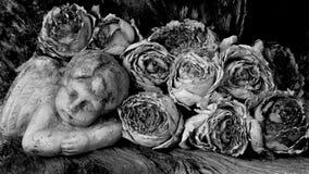 Ángel y rosas fotos de archivo libres de regalías