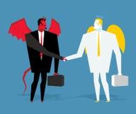Ángel y trato del demonio Satanás y el ángel sacuden las manos Apretón de manos de hombres de negocios Contrato entre el diablo y Foto de archivo