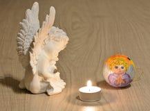 Ángel y vela Fotos de archivo