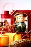 Ángel y velas - decoración casera para la Navidad Foto de archivo libre de regalías